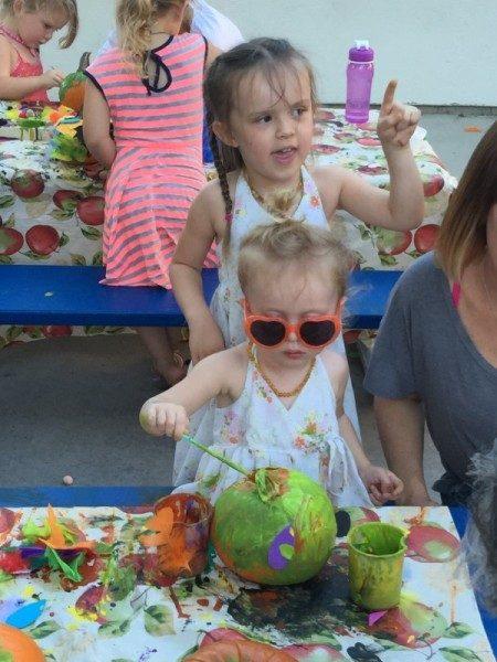 preschool pumpkin decorating (9)