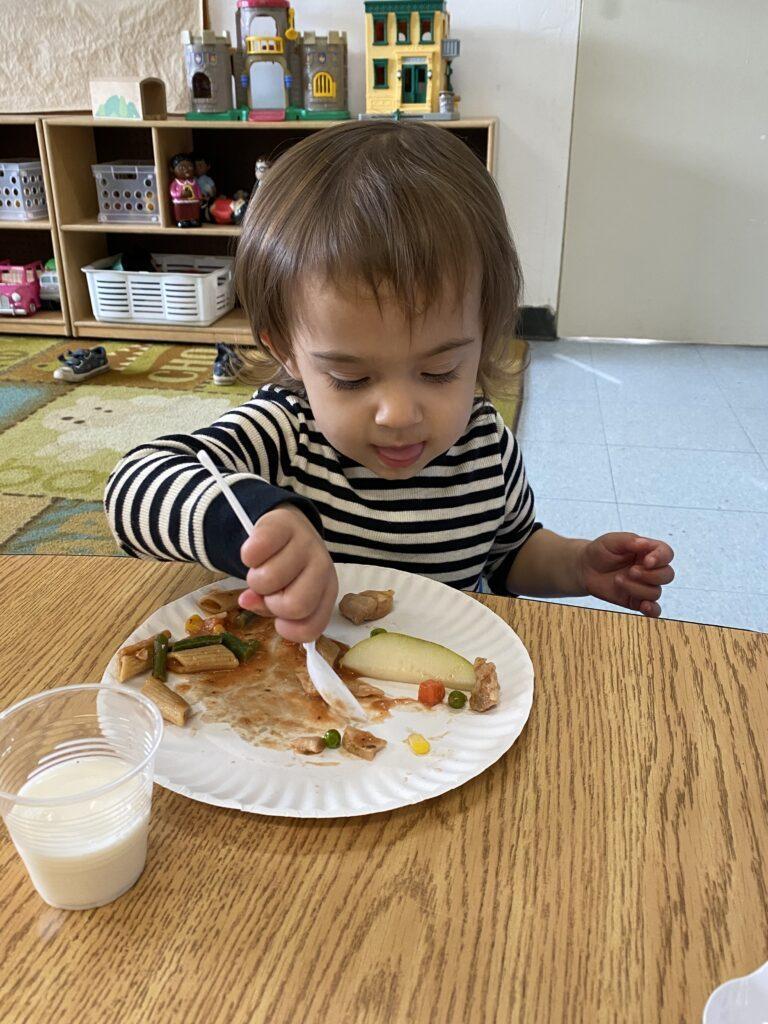 Toddler lunch at preschool